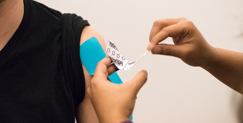 physical therapy treatment for rotator cuff injuries using rocktape and kinesio tapeing therapy